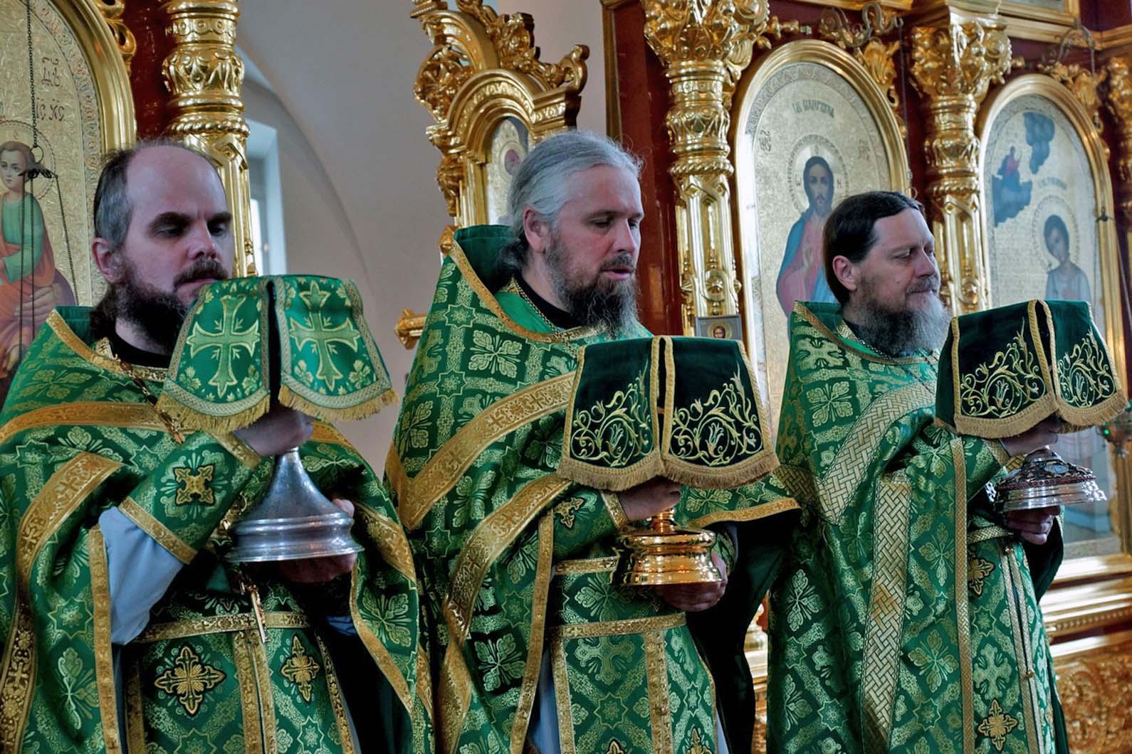 В Веркольском монастыре прошел праздник святого отрока Артемия Фоторепортаж. Часть вторая. Божественная литургия.