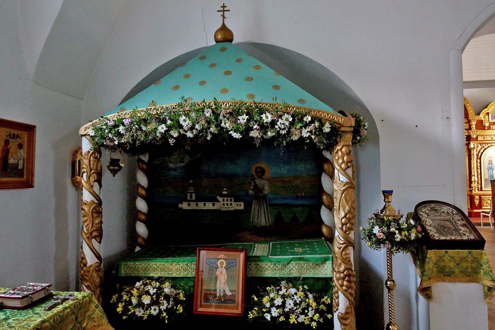 В Веркольском монастыре прошел праздник святого отрока Артемия Фоторепортаж. Часть первая. Всенощное бдение.